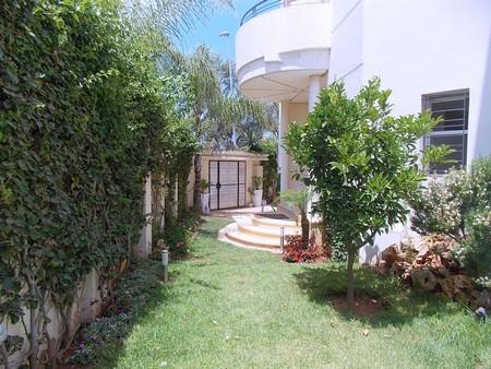 Vends Villa 3 Niveaux Avec Piscine Sur Tf De 554 M