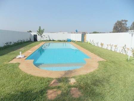 A 12 km de mohammedia vends villa 320 m plus piscine for Construction piscine zone agricole